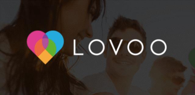 Logo de Lovoo pc; en el fondo una pareja.